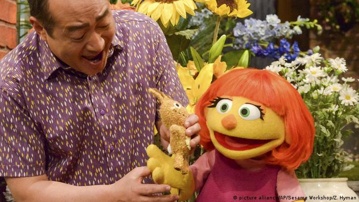 Julia - muppet character (picture alliance/AP/Sesame Workshop/Z. Hyman)