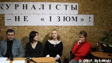 (von links nach rechts) Vorsitzender der Belarussischen Journalistenassoziation BAJ Andrej Bastunez, Journalistinnen der weissr. TV-Sender Belsat Olga Tschajtschiz und Ekaterina Bachwalowa (Andreewa) sowie Radio Liberty-Korrespondentin Galina Abakuntschik, aufgenommen am 20.03.2017 in Minsk, Belarus Autor: Pavljuk Bykowski, DW-Korrespondent in Minsk, Belarus,