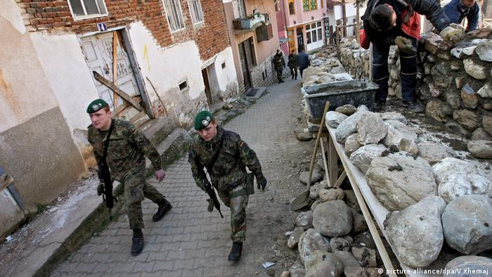 NATO Kosovo (picture-alliance/dpa/V.Xhemaj)