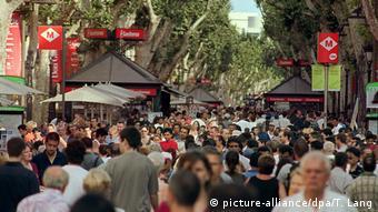 Spanien Prachtstraße Las Ramblas in Barcelona (picture-alliance/dpa/T. Lang)