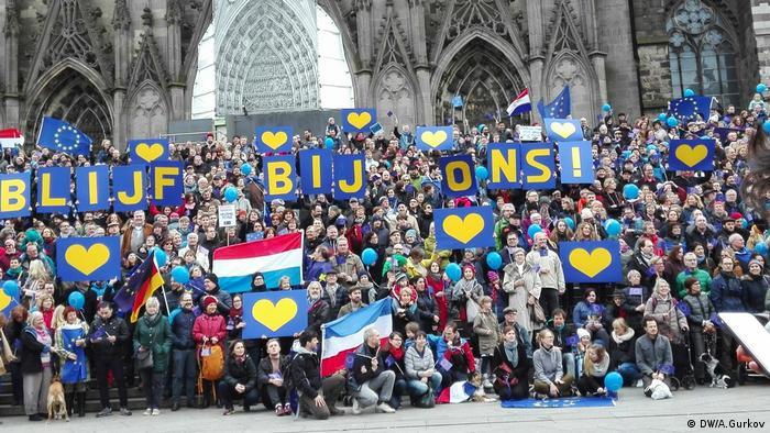 Митинг Pulse of Europe перед Кёльнским собором