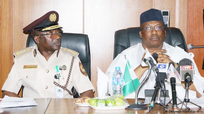 Nigeria Abuja Migration Mohammed Babandede und Abdulrahman Dambazau