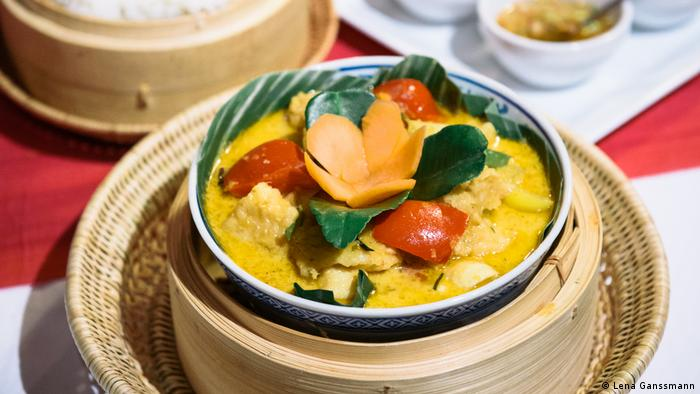 Cambodian dish Amok Trey (Lena Ganssmann)