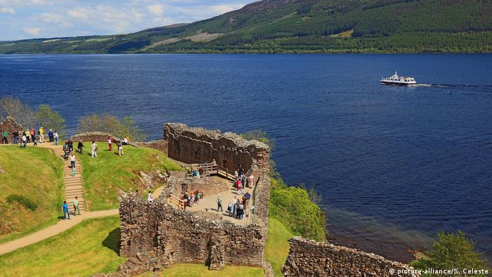 Schottland Ruinen Castle Urquhart am Loch Ness (picture-alliance/S. Celeste)