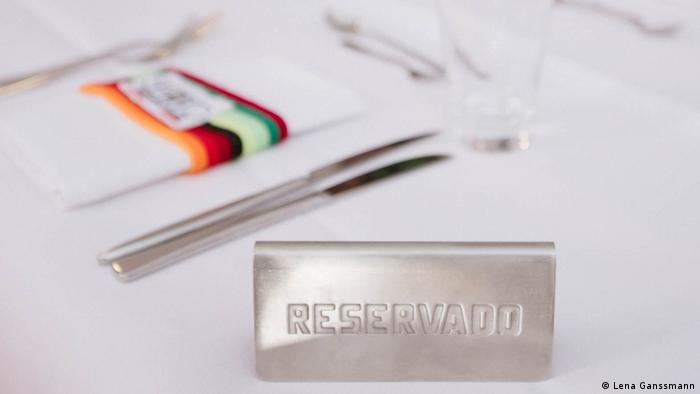 A sign with the word 'Reservado' on a table at Serrano (Photo: Lena Ganssmann)