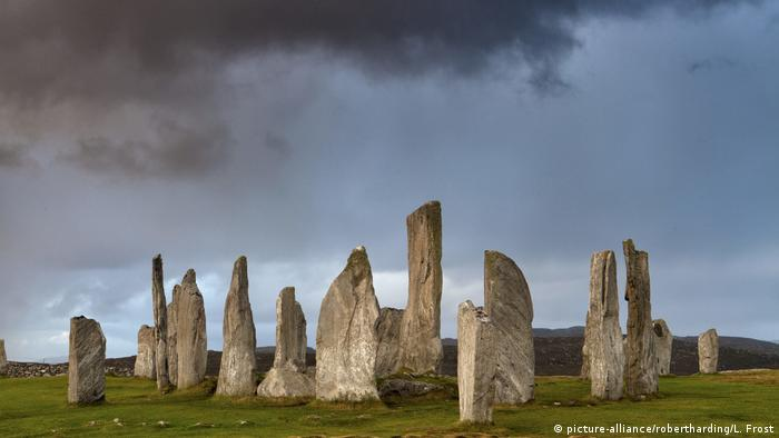 Schottland Steinsetzung in Callanish (picture-alliance/robertharding/L. Frost)