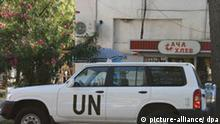 Ein Fahrzeug der UN-Mission vor einem Brotkiosk in der Hauptstadt Suchumi in Abchasien. Aufnahme vom September 2008. Südossetien und Abchasien gelten seit vielen Jahren als Konfliktherde. Beide hatten sich nach dem Zerfall der Sowjetunion Anfang der 1990er Jahre in Bürgerkriegen von Georgien abgespalten. Politisch und wirtschaftlich sind sie weitgehend isoliert. Von der internationalen Gemeinschaft werden sie bis heute nicht als eigenständig anerkannt. Anfang August war der Konflikt zwischen den beiden von Russland unterstützen Gebieten und Georgien eskaliert. Foto: Stefan Voss +++(c) dpa - Report+++