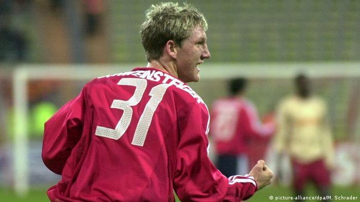 Fußballspieler Bastian Schweinsteiger 2002, Bayern München (picture-alliance/dpa/M. Schrader)