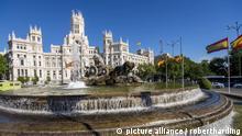 Fountain and Plaza de Cibeles Palace (Palacio de Comunicaciones), Plaza de Cibeles, Madrid, Spain, Europe | Verwendung weltweit, Keine Weitergabe an Wiederverkäufer., Royalty free: Bei werblicher Verwendung Preis auf Anfrage.