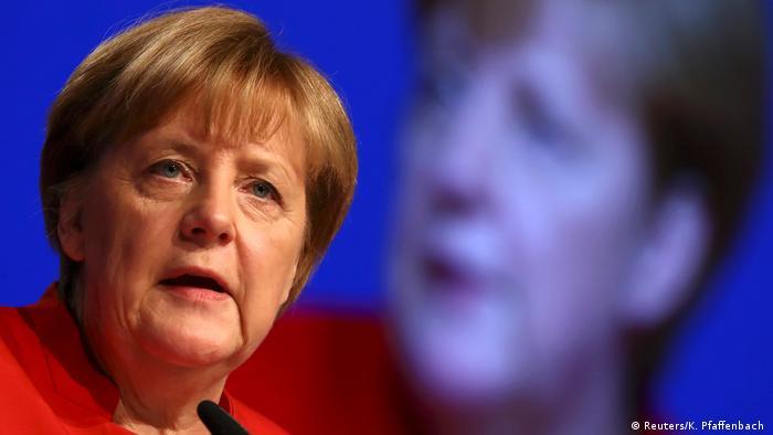 Deutschland CDU Bundesparteitag in Essen Rede Merkel (Reuters/K. Pfaffenbach )