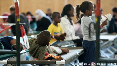 Deutschland Flüchtlinge in Rosenheim (picture-alliance/dpa/A. Gebert)