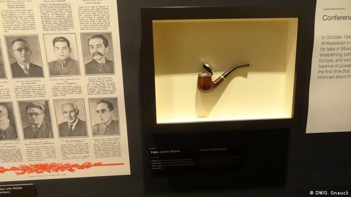 Cachimbo do ditador soviético Joseph Stalin é uma das atrações da exposição