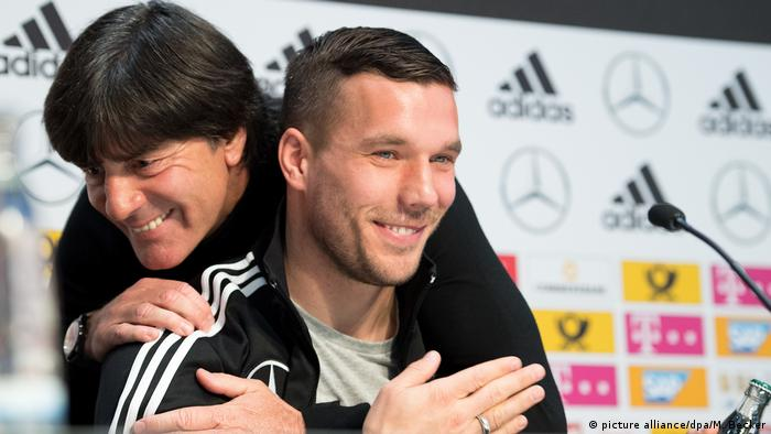 Pressekonferenz der Fußball-Nationalmannschaft Joachim Löw Lukas Podolski (picture alliance/dpa/M. Becker)