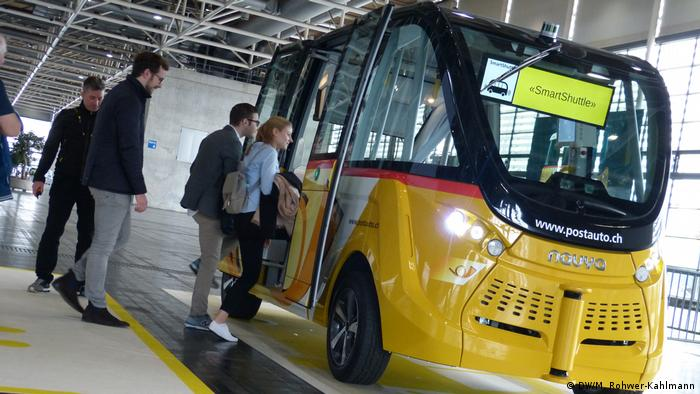 Self-driving bus from Switzerland (DW/M. Rohwer-Kahlmann)