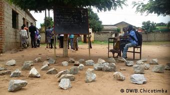 Mosambik Schule unter freiem Himmel (DW/B.Chicotimba)