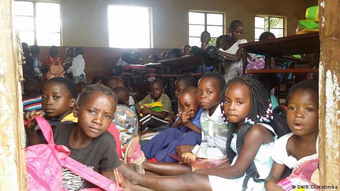 Mosambik Schule unter freiem Himmel