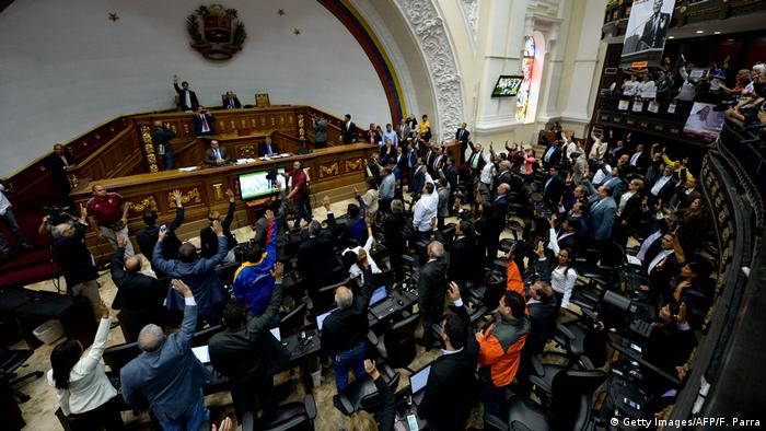 Venezuela Parlament Debatte OAS (Getty Images/AFP/F. Parra)