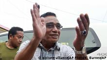 21.03.2017+++ Präsidentschaftskandidat Francisco Guterres (r) begrüßt am 21.03.2017 in Dili (Osttimor) seine Anhänger. Bei der Präsidentenwahl im südostasiatischen Inselstaat Osttimor zeichnet sich ein Erfolg des früheren Parlamentspräsidenten Francisco Guterres ab. Der Vorsitzende der linksorientierten Fretilin-Partei lag amDienstag nach Auszählung von 90 Prozent der Stimmen mit 57 Prozent vorn, wie die nationale Wahlbehörde mitteilte. (zu dpa «Guterres bei Präsidentenwahl in Osttimor klar vorn» vom 21.03.2017) Foto: Kandhi Barnez/AP/dpa +++(c) dpa - Bildfunk+++  