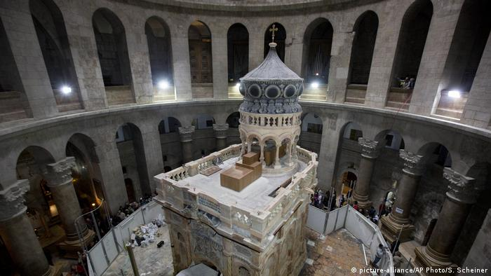Edicule in the Church of the Holy Sepulchre, (picture-alliance/AP Photo/S. Scheiner)