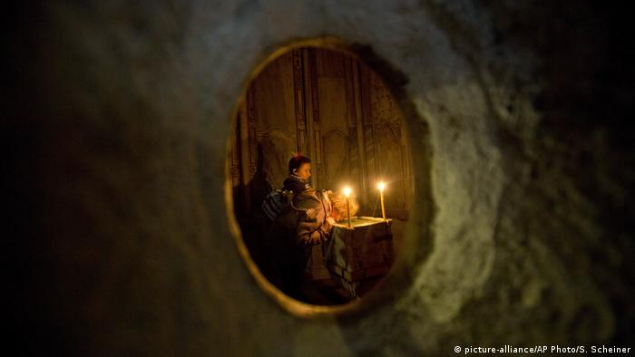 Tomb of Jesus in the Church of the Holy Sepulchre (picture-alliance/AP Photo/S. Scheiner)
