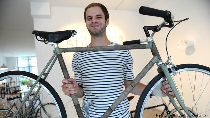 Мастер с велосипедом