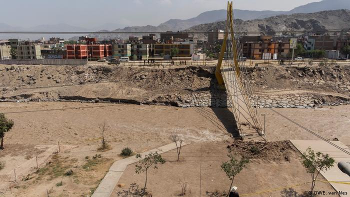 Peru   katasrophale Verhältnisse in Lima (DW/E. van Nes)