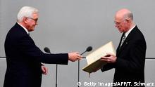 Bundestagspräsident Lammers (l.) vereidigt das neue Staatsoberhaupt