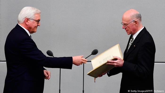 Noul președinte federal Steinmeier (stânga), alături de președintele Bundestag, Norbert Lammert