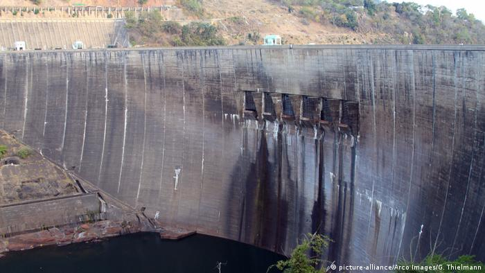 Kariba-Staudamm (picture-alliance/Arco Images/G. Thielmann)