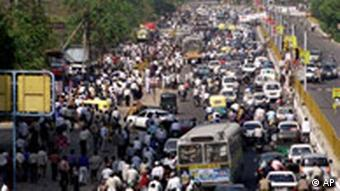 A chaotic traffic snarl in the Indian capital Delhi