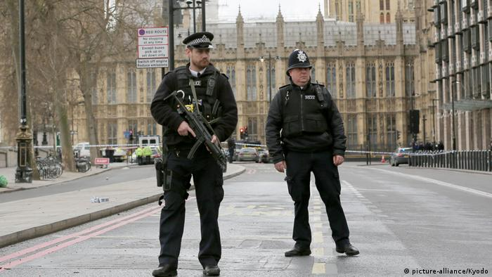 Großbritannien Bewaffnete Polizei nach Terroranschlag in London