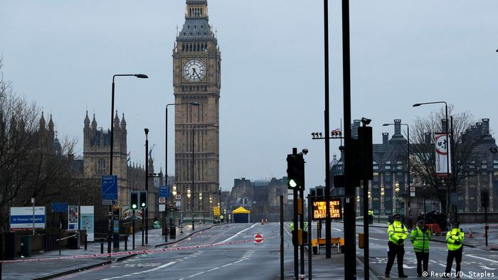 Großbritannien Terroranschlag in London | Westminster Bridge am Tag danach (Reuters/D. Staples)