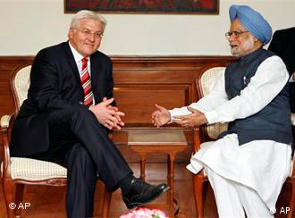 German Foreign Minister Frank-Walter Steinmeier with Indian Prime Minister Manmohan Singh on 20. Nov. in New Delhi
