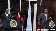 23.03.2017 Kenyan President Uhuru Kenyatta, right, speaks during a joint news conference with Somalia President Mohamed Abdullahi Mohamed at State House in Nairobi, Kenya, Thursday, March 23, 2017. Mohamed is on an official visit to Kenya. (AP Photo/Khalil Senosi) |