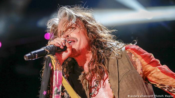 Steven Tyler, Aerosmith singer performing on stage (picture-alliance/AP Photo/A. Wagner)
