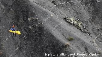 Germanwings Absturz - Absturzstelle (picture alliance/AP Photo/L. Cipriani)