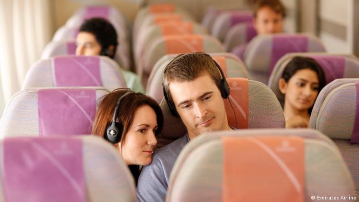 Las sillas de clase económica ofrecen un amplio espacio para las piernas, y las luces ambiente ayudan al pasajero a adaptarse a las nuevas zonas horarias. El vuelo entre Dubái y Sao Paulo tiene una duración de casi 15 horas. El avión ofrece servicios de roaming de dados y telefonía celular.