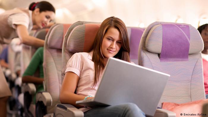El A380 en la ruta a Sao Paulo tiene tres clases, ofrece un total de 491 asientos, con 14 suites en primera clase, 76 poltronas en la clase executiva y 401 en económica (foto). Esta última posee poltronas confortables, y todas las aeronaves A380 poseen Wi-Fi gratuita y tomas en los asientos, para descansar, trabajar o estar conectado a Internet durante el vuelo.