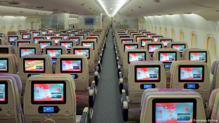 El avión tiene un sistema de entretenimiento a bordo para no aburrirse: hay más de 2.500 canales en varios idiomas que ofrecen películas y series, programas de televisión, canales de noticias internacionales, opciones de música y juegos de video. Las películas tienen subtítulos y audio para personas con deficiencias visuales y auditivas.