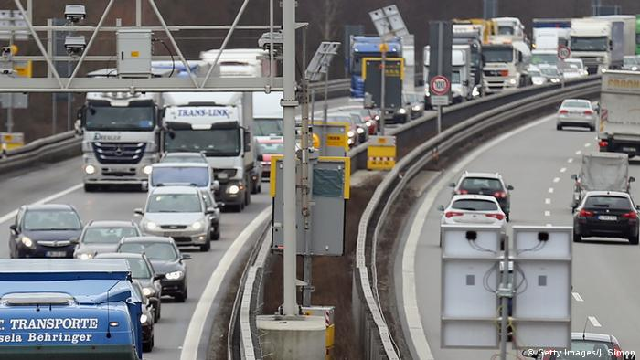 Cars on a busy autobahn (Getty Images/J. Simon)