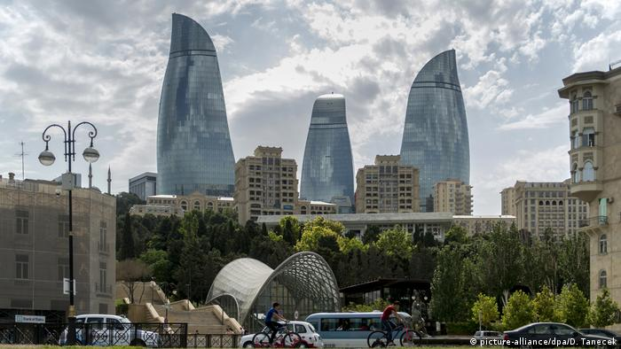 Aserbaidschan Baku Flame Towers (picture-alliance/dpa/D. Tanecek)