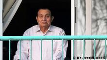 October 6, 2016. Ousted Egyptian president Hosni Mubarak looks towards his supporters outside the area where he is hospitalized during the celebrations of the 43rd anniversary of the 1973 Arab-Israeli war, at Maadi military hospital on the outskirts of Cairo, Egypt October 6, 2016. REUTERS/Mohamed Abd El Ghany/File Photo