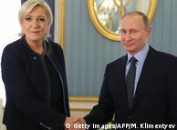 Марін Ле Пен (л.) та Володимир Путін (п.) під час зустрічі в Москві