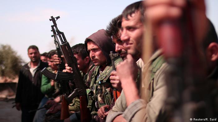 Syrien Region Rakka SDF Kämpfer