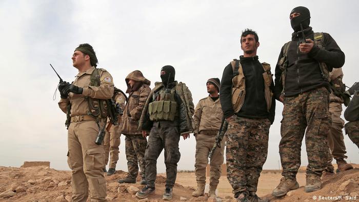 Syrien Region Rakka SDF Kämpfer (Reuters/R. Said)