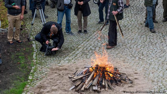 Polen Kampagne 'Burn Horns Save Rhinos' in Breslaus Zoo
