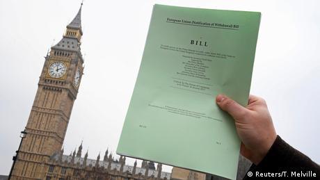 Британські депутати зобов'язали Мей узгодити з ними угоду про Brexit
