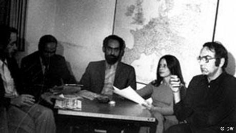 Οι συνεργάτες της Ελληνικής Εκπομπής της DW ανήκαν σε διαφορετικές πολιτικές παρατάξεις ωστόσο σε ένα πράγμα συμφωνούσαν: η χούντα έπρεπε να ανατραπεί. Στη φωτογραφία φαίνονται από αριστερά προς τα δεξιά ο Γκέοργκ Χάιερ, Άγγελος Μαρόπουλος, Γιώργος Κλαδάκης, Δανάη Κουλμάση, Κώστας Νικολάου.