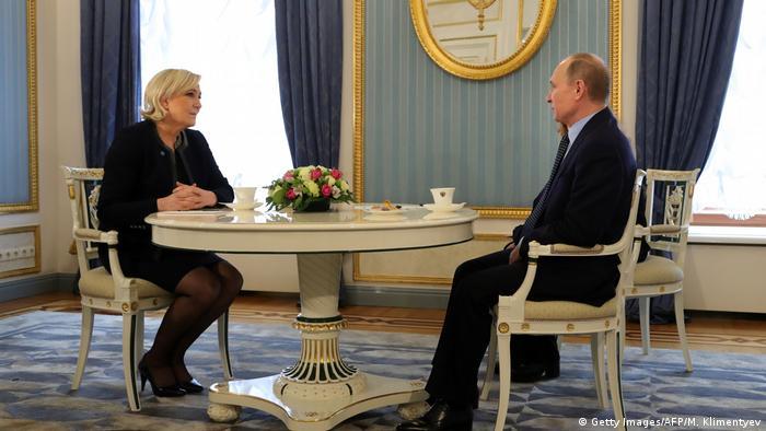 Putin recebe Marine Le Pen em reunião no Kremlin