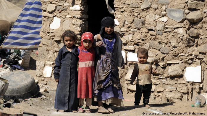 Yemen - Kinder bei Camp in Sanaa (picture-alliance/Photoshot/M. Mohammed)